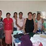 Mulheres do Parque Ouro Verde se reúnem para produzir peças de vestuário e artesanato