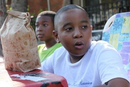 Garoto de 9 anos revitaliza parques
